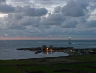 Variations naturelles près d'un phare au bout du monde P1080210