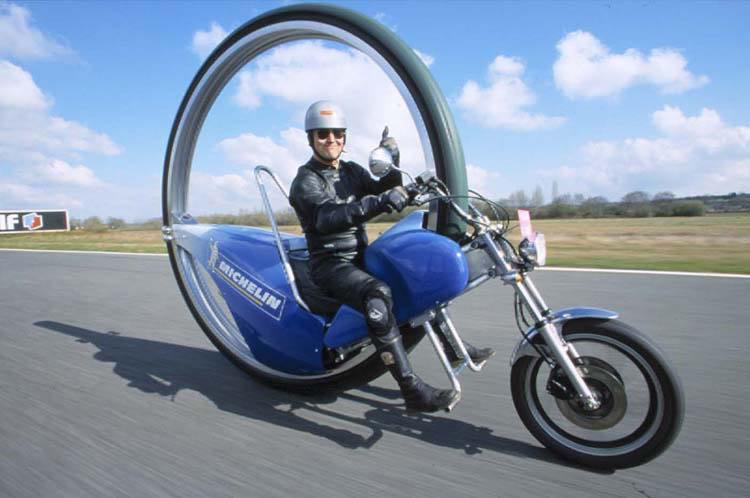 Motos , bizarres , excentriques ou barrées... Big-3310