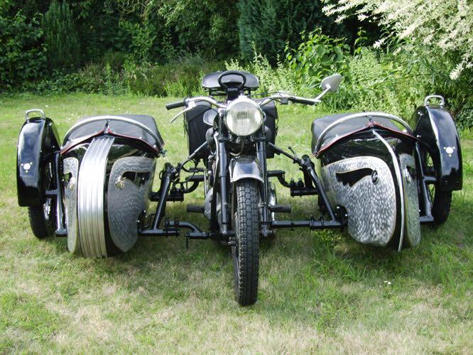 Motos , bizarres , excentriques ou barrées... Img-2011