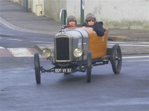 Le RAMBOLITRAIN, c'est aussi des automobiles... Fyvr1784