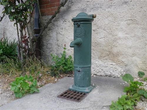 Les pompes à eau de nos villages T17_0016