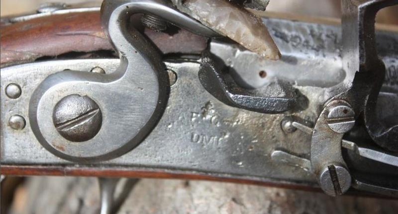 Fusil modèle 1746 (en fait 1717!) et comparaison des platines 1717 à 1754. B1010