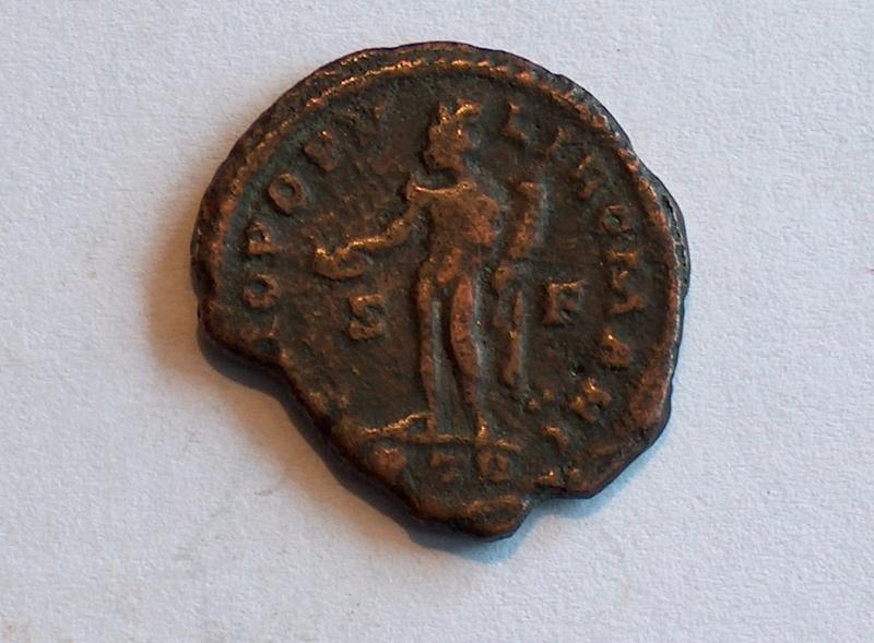 Identification romaine 4 follis de Constance Chlore César  Hpim0332