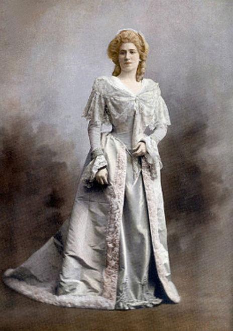 beautés vintage costumées en marie antoinette Zzclau23