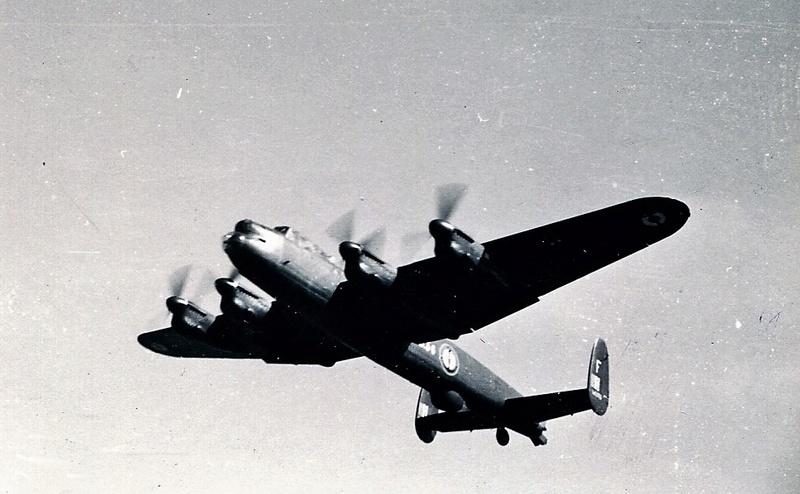 [Les anciens avions de l'aéro] Douglas C-47D Dakota - Page 5 1956_d10