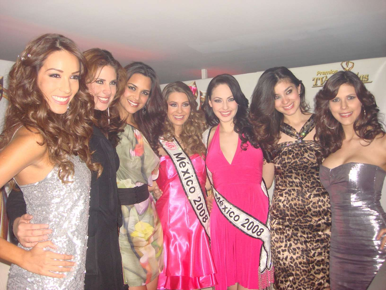 perla beltran, 1st runner-up de miss world 2009. - Página 4 20091011