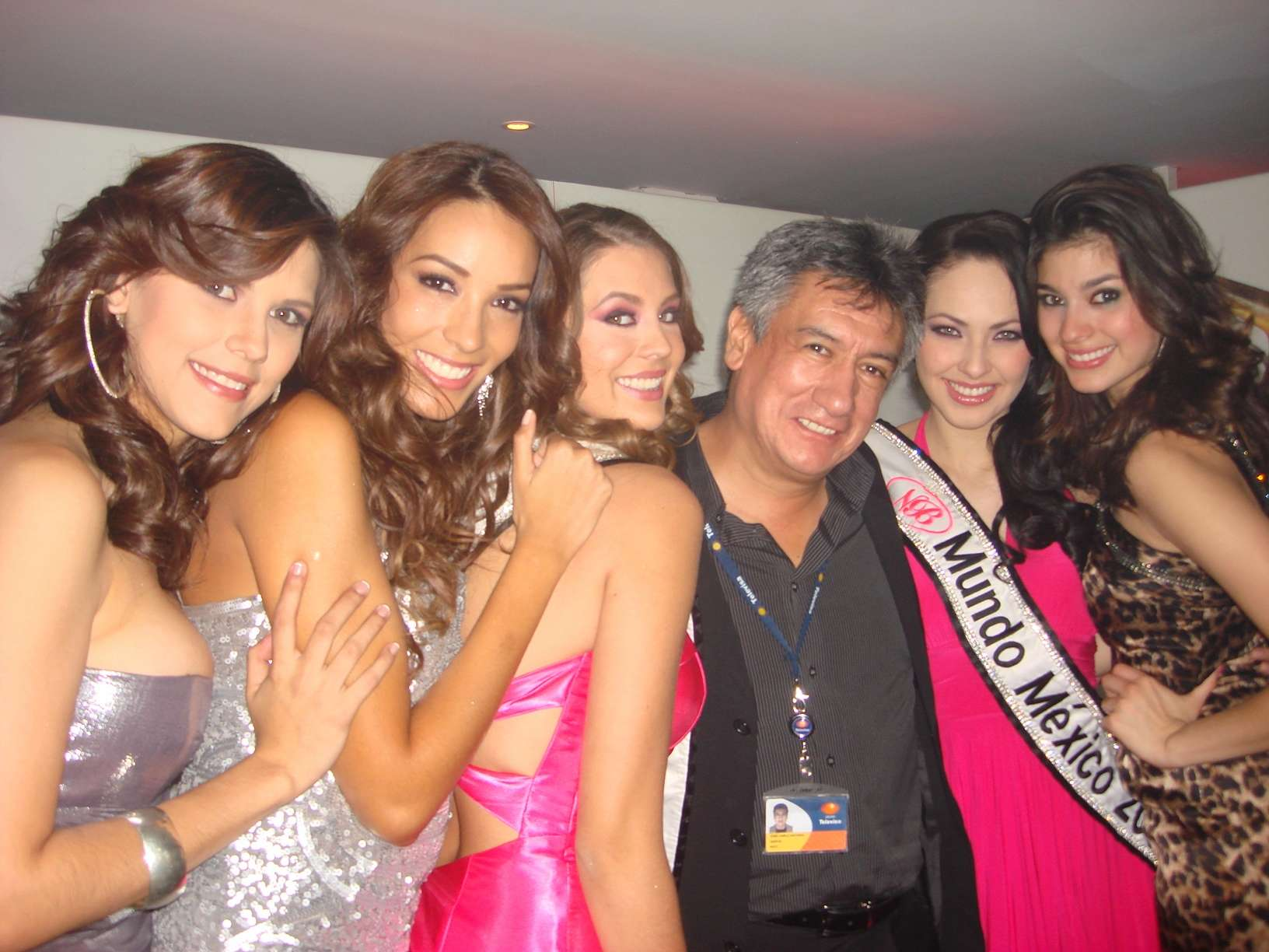 perla beltran, 1st runner-up de miss world 2009. - Página 4 20091014