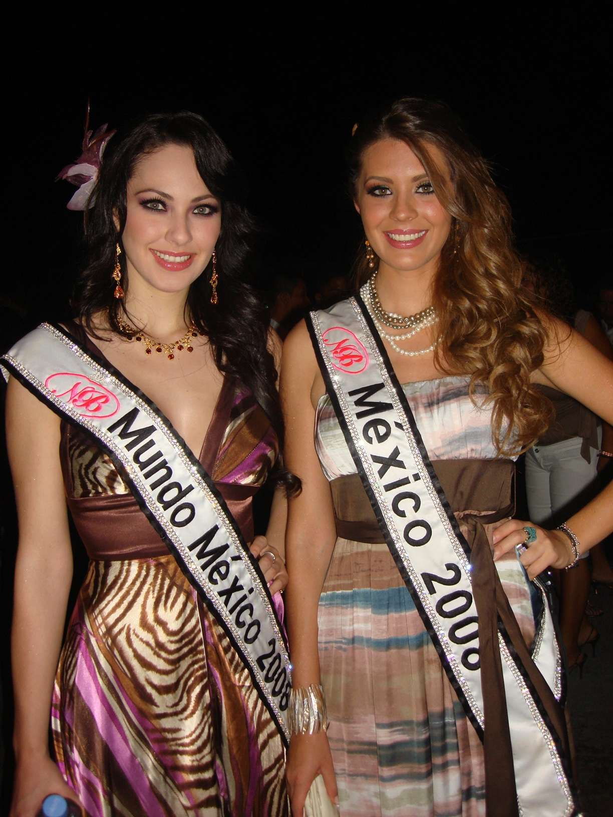 perla beltran, 1st runner-up de miss world 2009. - Página 4 20091713