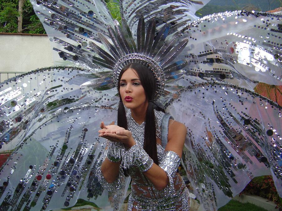 monica spear, top 5 de miss universe 2005. † - Página 2 411