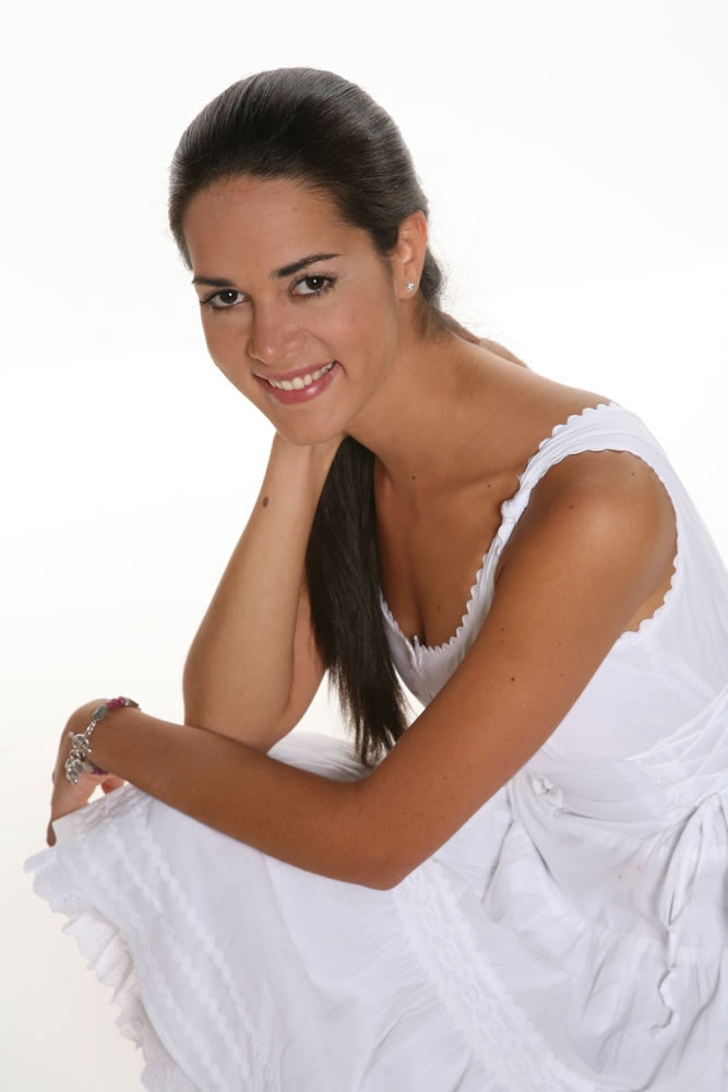 monica spear, top 5 de miss universe 2005. † - Página 5 667ful10