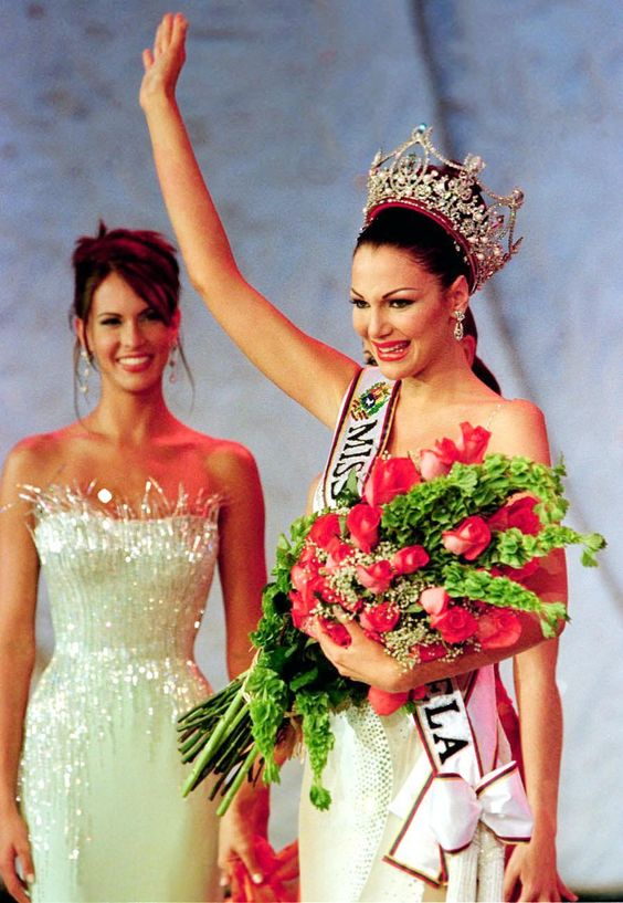 eva ekvall, 3rd runner-up de miss universe 2001. † - Página 3 C6e1be10