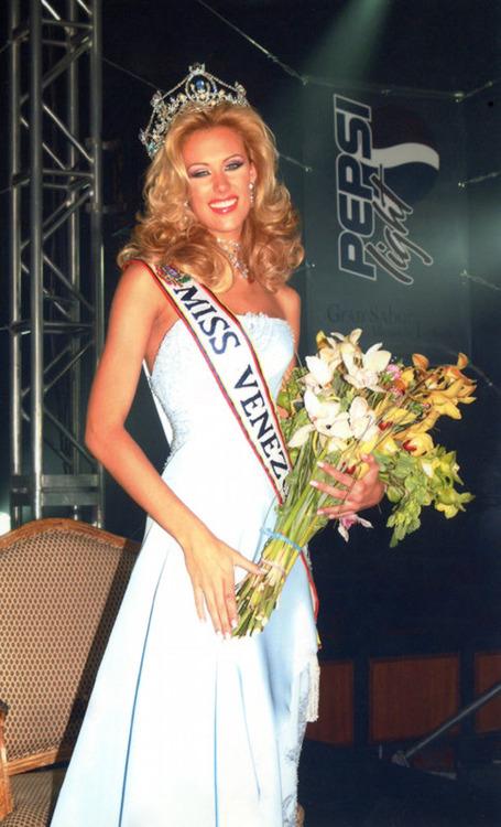 cynthia lander, 4th runner-up de miss universe 2002. - Página 3 Cynthi23
