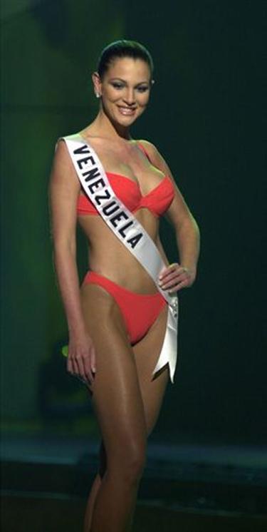 eva ekvall, 3rd runner-up de miss universe 2001. † Eva-ek10