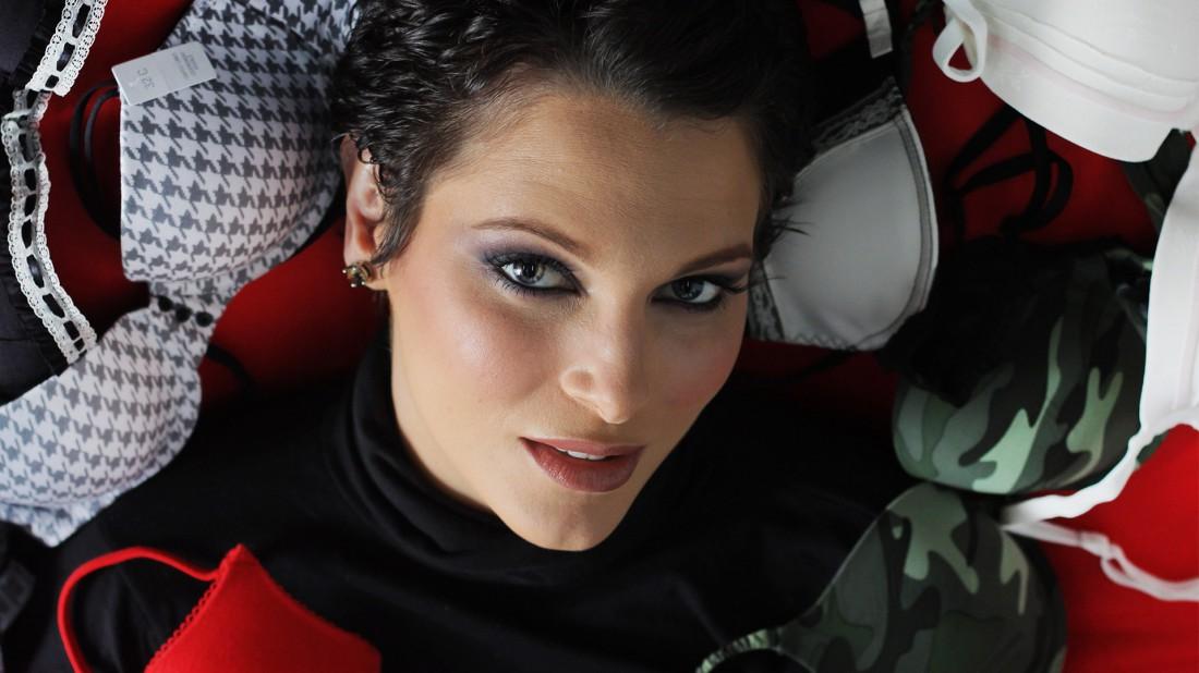 eva ekvall, 3rd runner-up de miss universe 2001. † - Página 3 Evaekv30