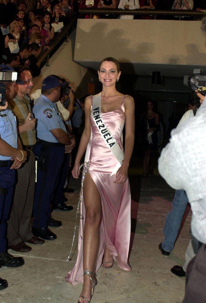 eva ekvall, 3rd runner-up de miss universe 2001. † - Página 3 Miss-v39