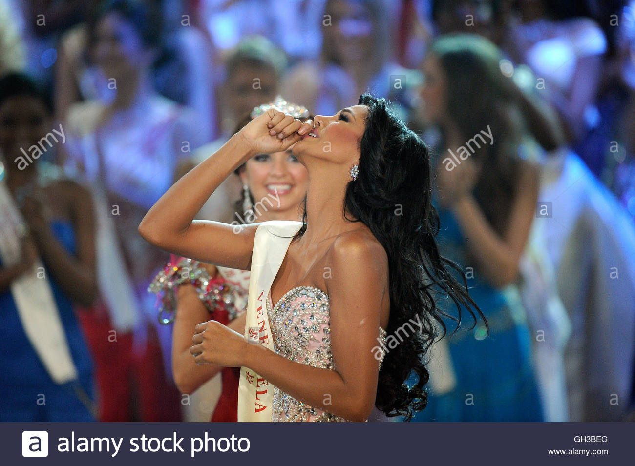 ivian sarcos, miss world 2011. - Página 5 Miss-v48