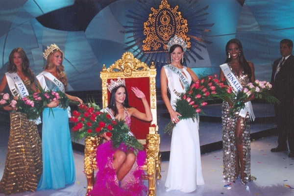 monica spear, top 5 de miss universe 2005. † - Página 5 Miss_010