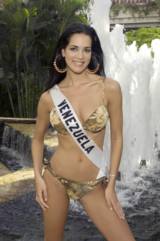 monica spear, top 5 de miss universe 2005. † - Página 4 Slide_11