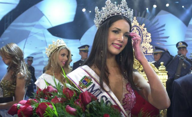 monica spear, top 5 de miss universe 2005. † - Página 5 Venezu16