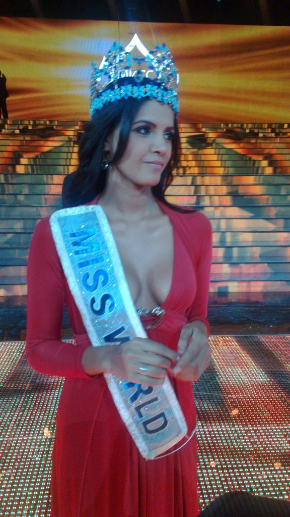 ivian sarcos, miss world 2011. - Página 8 Z_5e0910