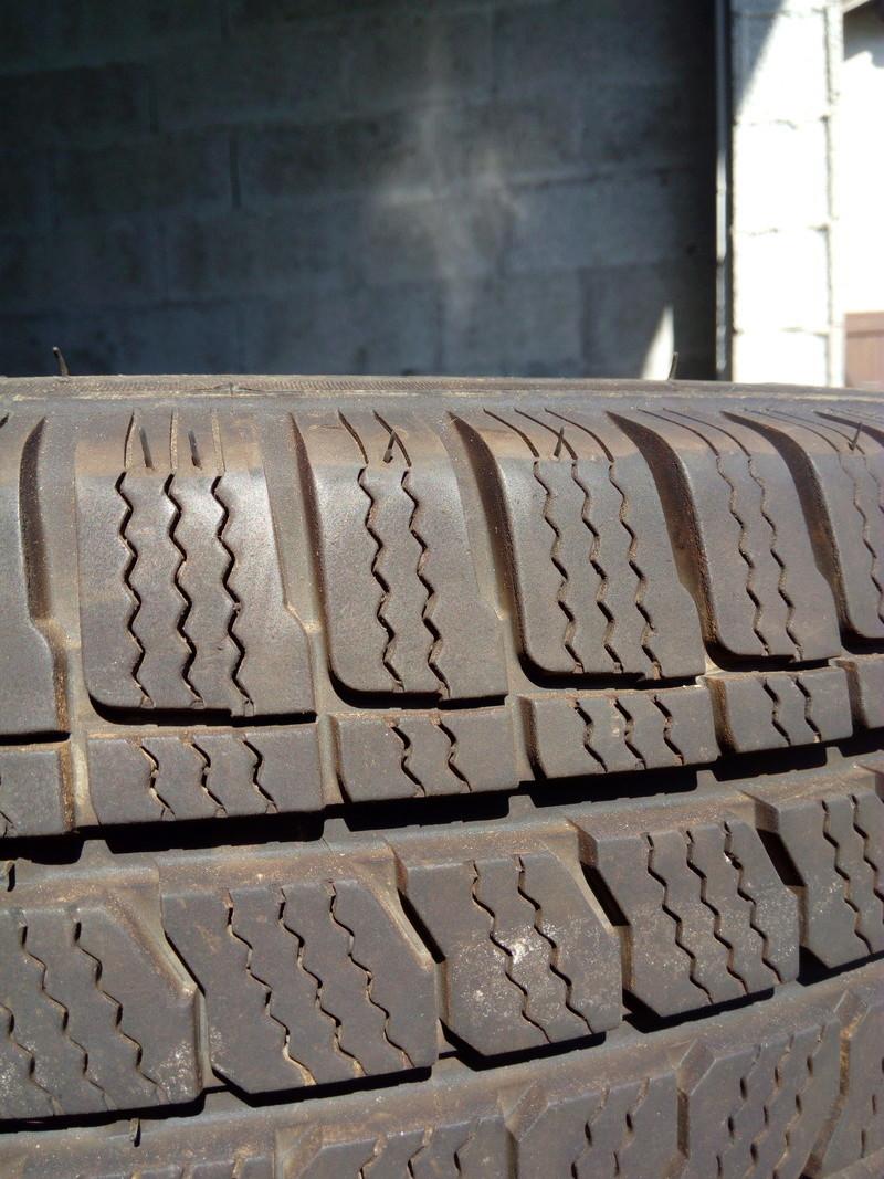 [Vendu] : 4 pneus neige 215 65 R16 C Img_2014
