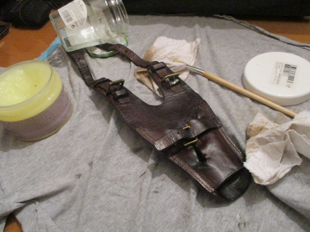 Porte sabre en cuir. Img_9723