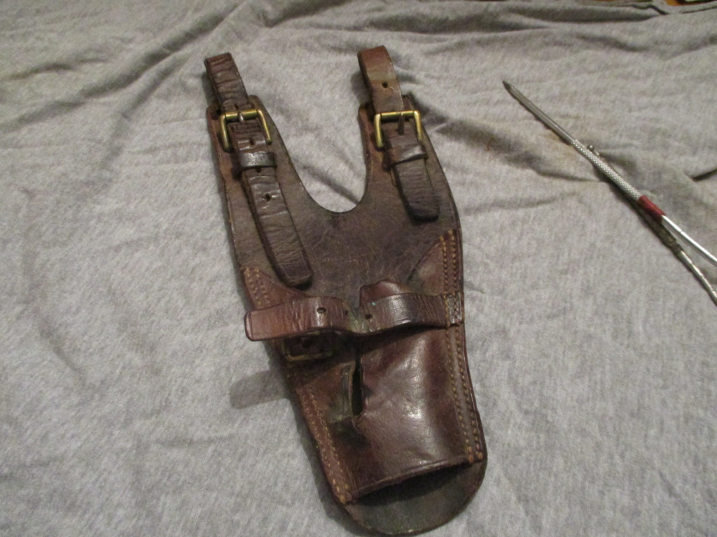 Porte sabre en cuir. Img_9724