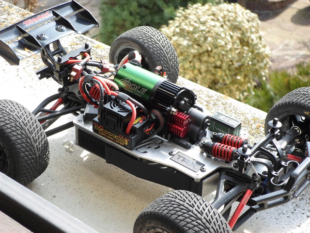 E-Revo's 1/16 Brushless 3S (380/540) Sam_0013