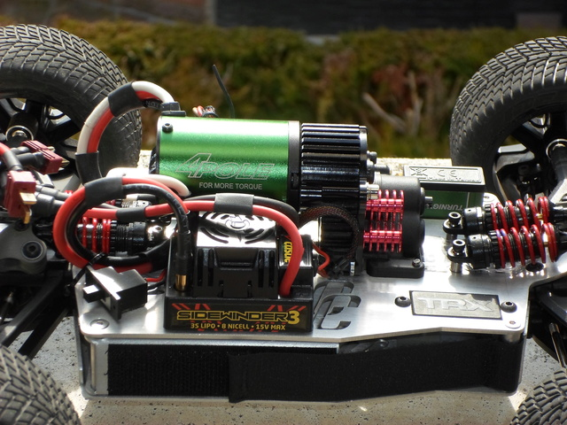 E-Revo's 1/16 Brushless 3S (380/540) Sam_0014