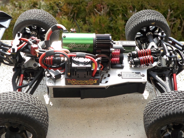 E-Revo's 1/16 Brushless 3S (380/540) Sam_0017