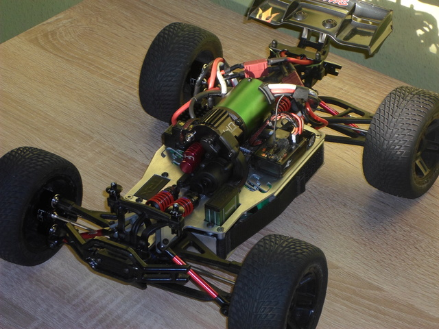 E-Revo's 1/16 Brushless 3S (380/540) Sam_4911