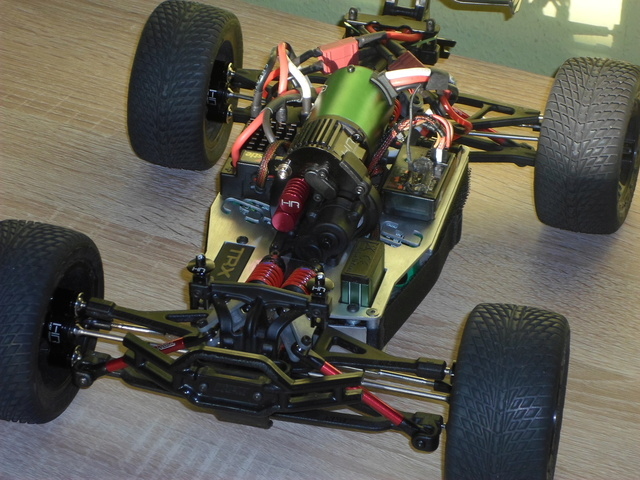 E-Revo's 1/16 Brushless 3S (380/540) Sam_4912