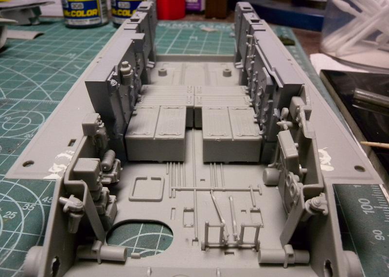 Community Build 20: Any tracked military vehicle. Dscn9111