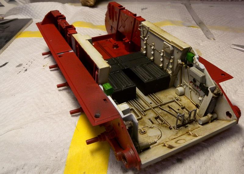 Community Build 20: Any tracked military vehicle. Dscn9112