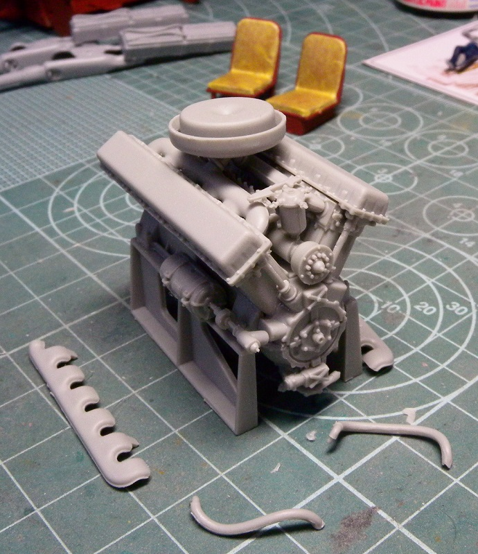 Community Build 20: Any tracked military vehicle. Dscn9117
