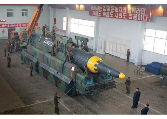 Corée du Nord - Page 5 2017-010