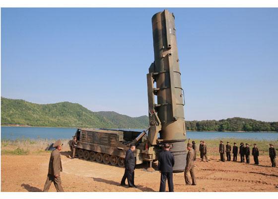 Corée du Nord - Page 5 2017-014