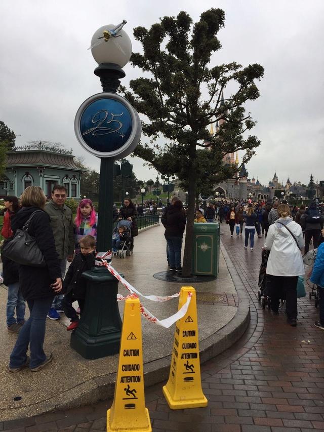 Les nombreux et différents problèmes de Disneyland Paris - Page 5 C9ch2i10