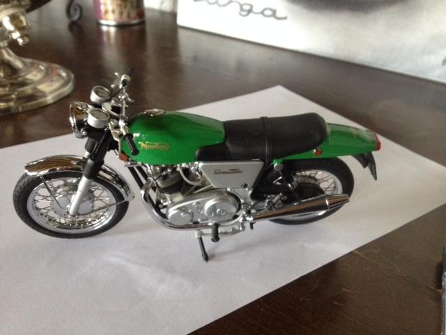 modèles réduits motos anciennes 1/12e Img_5411