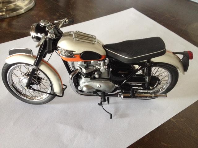 modèles réduits motos anciennes 1/12e Img_5412
