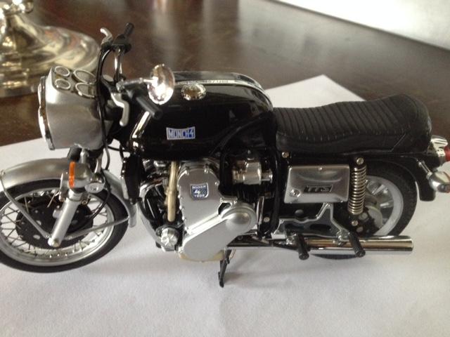modèles réduits motos anciennes 1/12e Img_5413