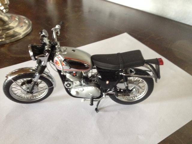 modèles réduits motos anciennes 1/12e Img_5415