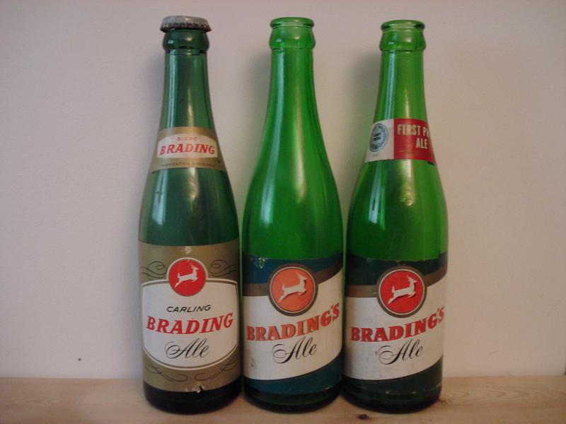 La bière Brading, bouteilles et objets de brasserie. 00610