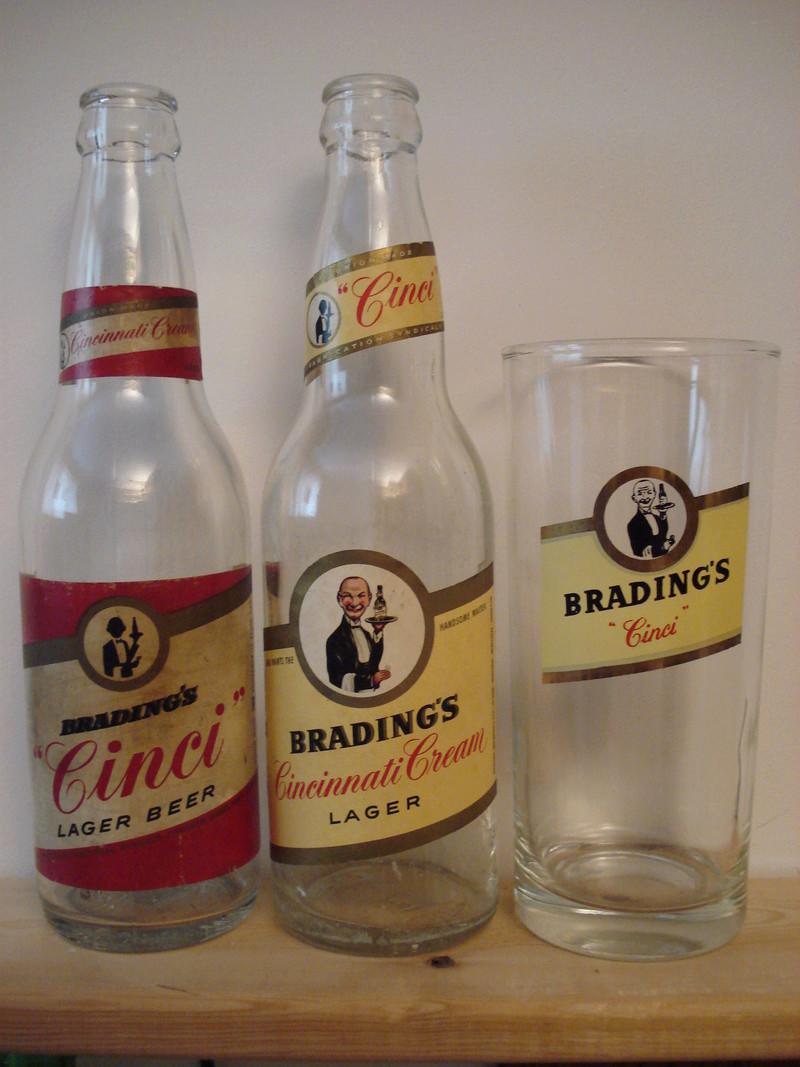 La bière Brading, bouteilles et objets de brasserie. 01010