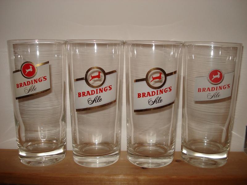 La bière Brading, bouteilles et objets de brasserie. 01110