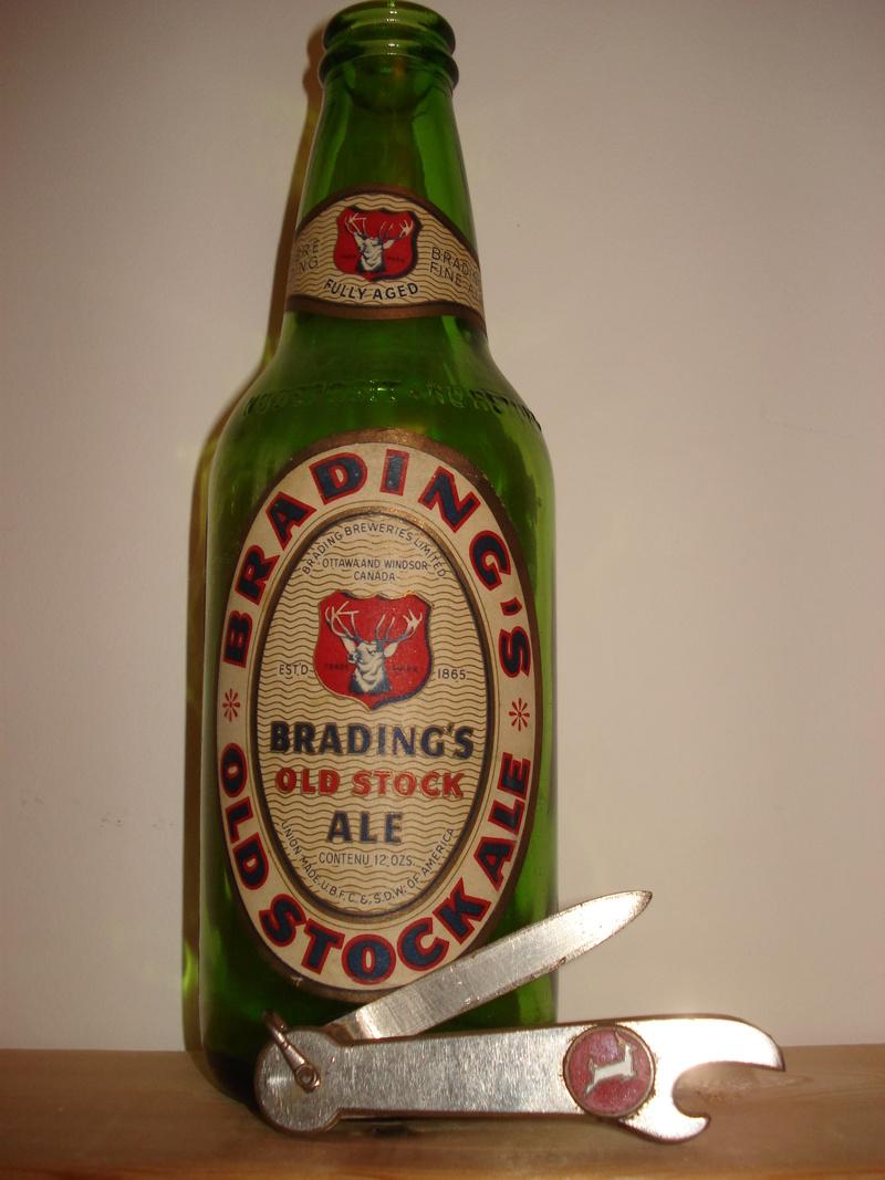 La bière Brading, bouteilles et objets de brasserie. 03910