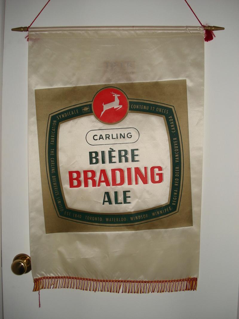La bière Brading, bouteilles et objets de brasserie. 05910