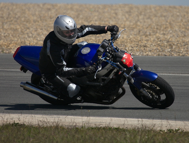 un tour de piste (circuit de fontenay le comte) JOHAN vtr - roadster Img_8510