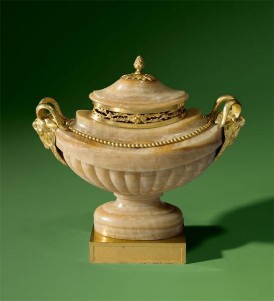 A vendre: meubles et objets divers XVIIIe et Marie Antoinette - Page 7 14938110