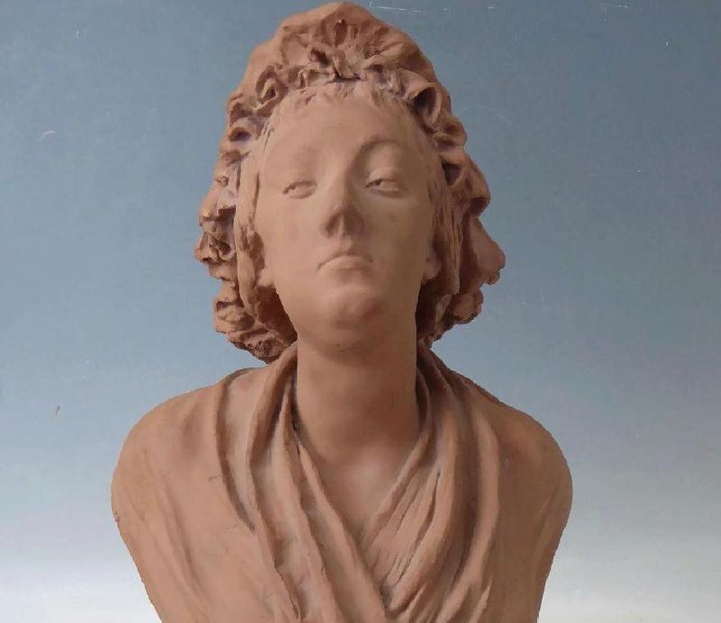 A vendre: bustes Marie Antoinette - Page 6 Zzclau24